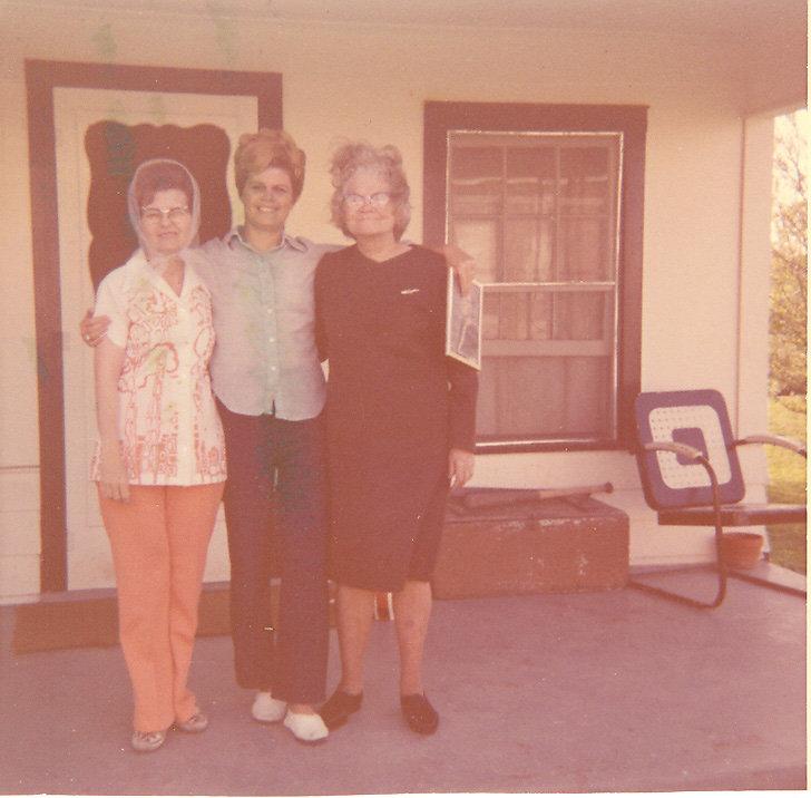 Addie-Woodcok-with-daughter-Dorothy-daughter-in-law-Floreine.jpg